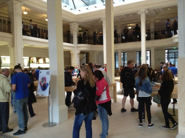 Apple Store Opera in Paris